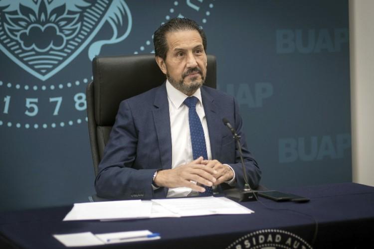 Rector Alfonso Esparza Ortiz