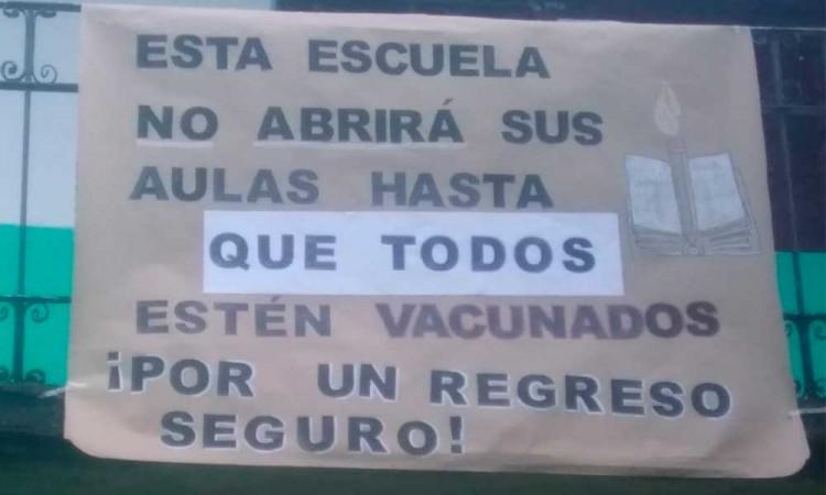Ante el regreso a clases, alumnos de Zacatlán exigen vacunas