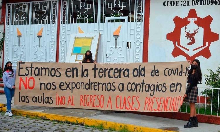 """""""Clausuran"""" estudiantes 135 escuelas en Puebla"""