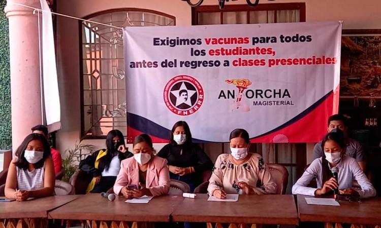 Tras el rezago de vacunas en Puebla, la FNERRR de Izúcar exige vacunación para estudiantes