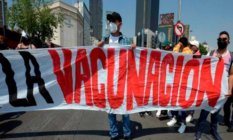 Exigen salud y vacunas para estudiantes y niños en Puebla