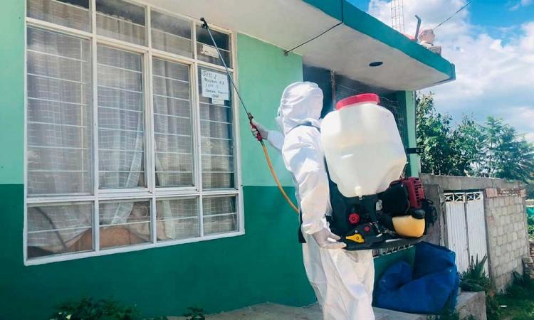 Sanitizan hogares gratuitamente en San Jerónimo Caleras