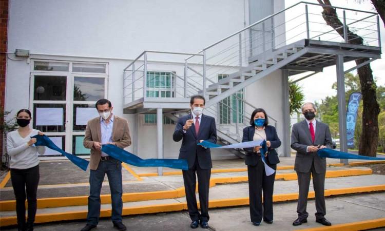 Entrega obras el Rector Alfonso Esparza Ortiz en la Facultad de Ciencias de la Electrónica y el Instituto de Ciencias