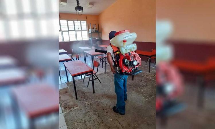Ante posibles contagios, refuerzan jornadas de desinfección en escuelas de Huitzilan