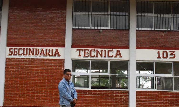Denuncian maestros de Cuetzalan las malas condiciones de las instituciones
