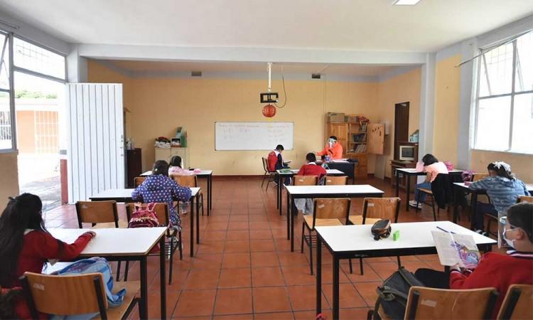 Suman ya 12 contagios confirmados en escuelas de la entidad poblana