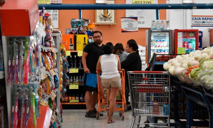 Quitar los dulces de los cajeros en supermercados ayuda a una alimentación más sana, confirman científicos