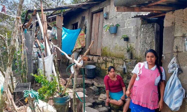En Hueytlalpan, denuncian discriminación en programas de ayuda tras Grace