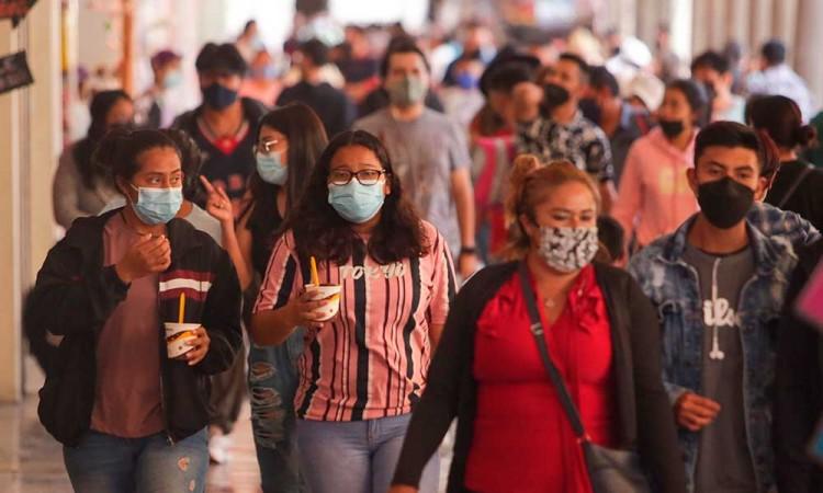¡IMPORTANTE! Aunque los casos positivos de COVID-19 vayan a la baja en Puebla, el uso de cubrebocas debe continuar