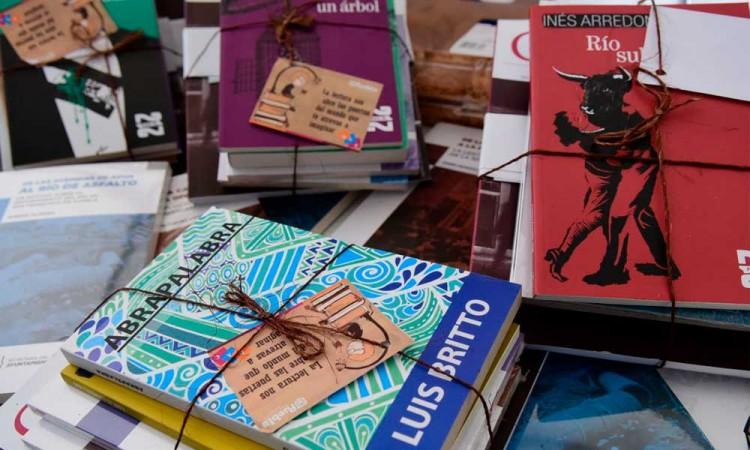 Ayuntamiento de Puebla entrega libros a niñas, niños y jóvenes de colonia Maestro Federal