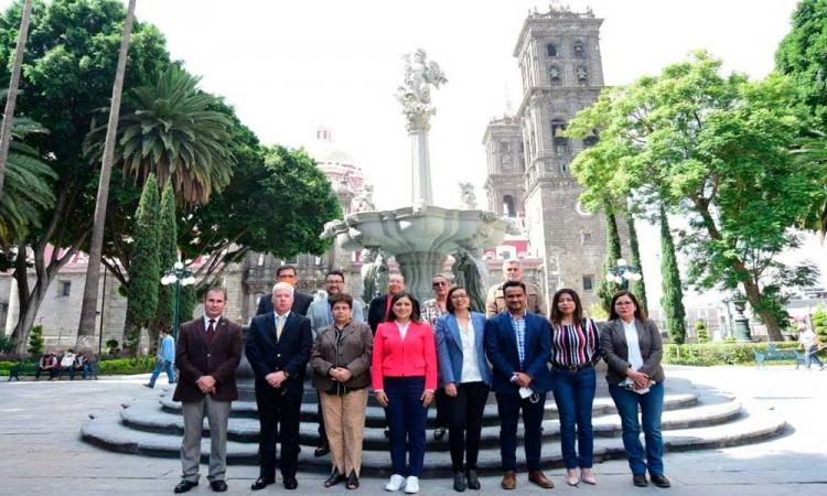 Entrega Ayuntamiento de Puebla renovación del zócalo capitalino