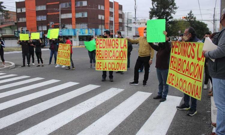 La problemática continúa, vecinos de San Manuel se oponen a la colocación de la ciclovía