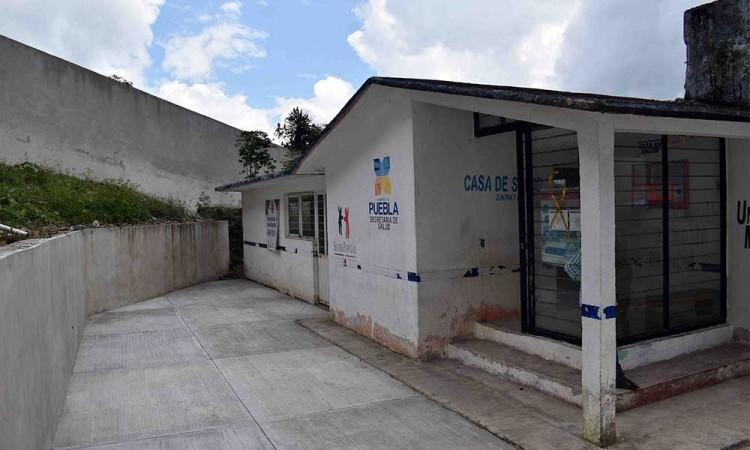¡Un beneficio más para los habitantes! Construyen cercado en clínica de salud de Zapata