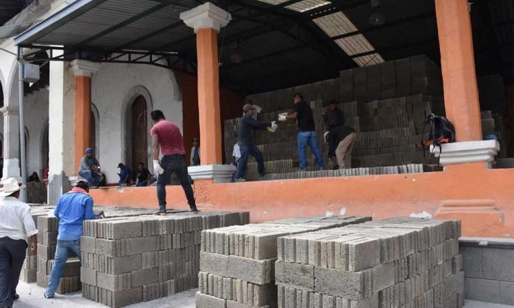 Agradecen el apoyo del edil para dignificar las viviendas de las familias de Huitzilan en Xinachapan