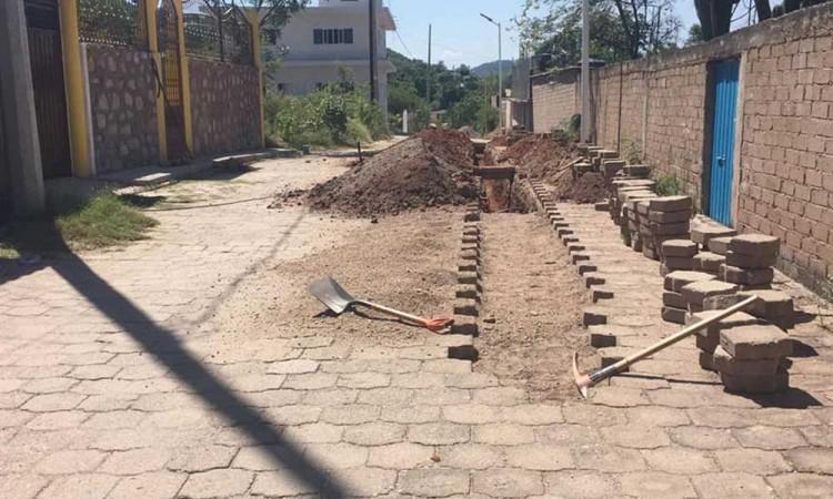Continúan con el proyecto de rehabilitación de la red de agua potable en Tecomatlán