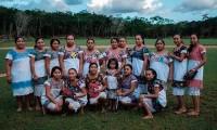 Combatiendo el machismo desde la cancha, conoce a Las Diablitas, el equipo de softbol maya en Tulum