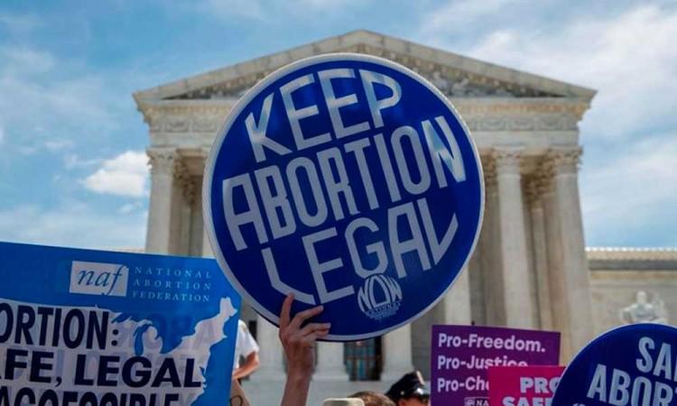 Sobre las leyes antiaborto en EU, médicos denuncian que ponen en peligro a las mujeres