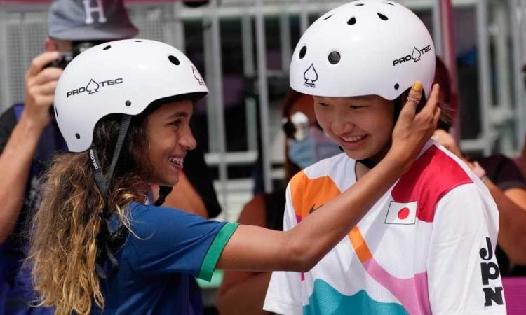¡Las niñas hacen historia! Momiji Nishiya y Rayssa Leal, ambas de 13 años, se llevan oro y plata en skateboarding femenil