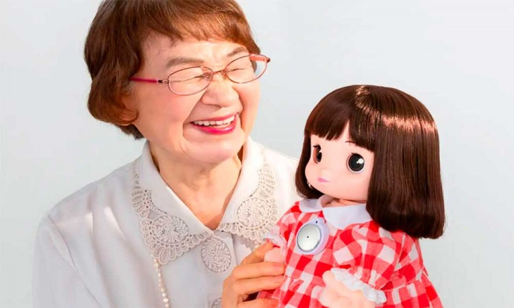 Inteligencia artificial contra la soledad: Ami-chan, la muñeca japonesa para personas de la tercera edad