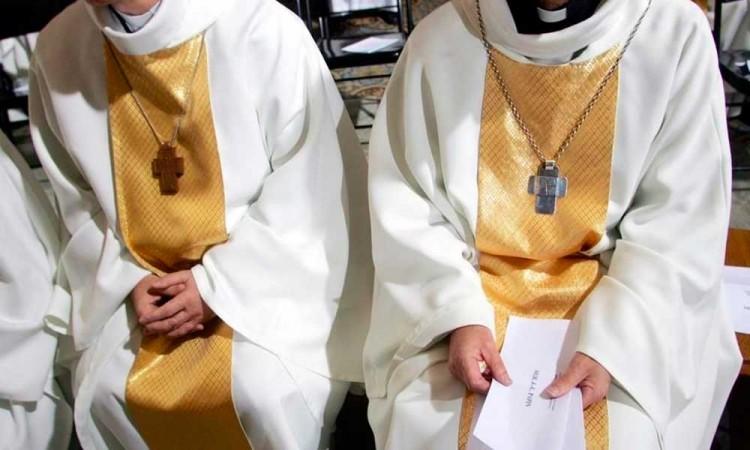 En cosas que no entendemos: El Vaticano absuelve a curas acusados de violación contra un monaguillo