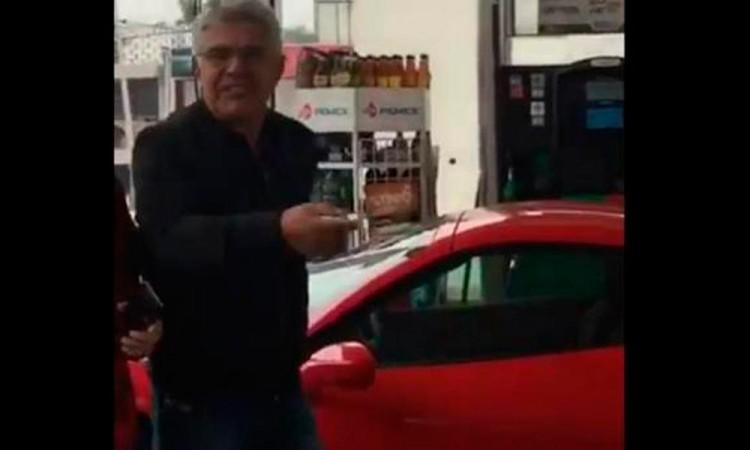 Se queja Tuca Ferretti del gasolinazo