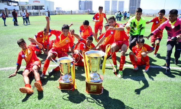 Levanta Instituto Iberia el trofeo de Liga Estudiantil