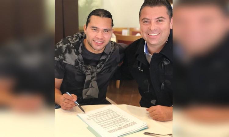 Firma Gullit Peña con Cruz Azul