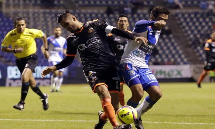 Mucho roce y poco fútbol entre Alebrijes y Puebla