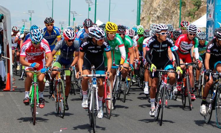 Releva Eduardo Aragón la Asociación Poblana de Ciclismo