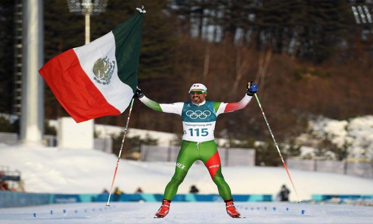 Madrazo cumple en Pyeong Chang y ondea Bandera de México