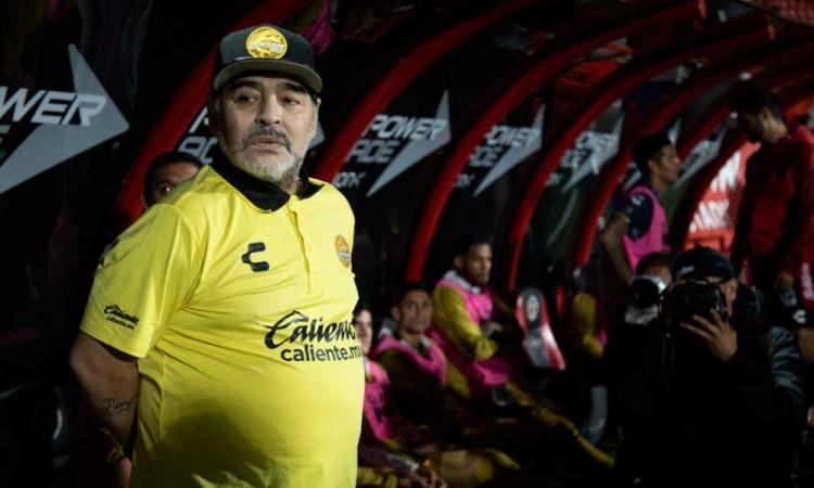 Dan de alta a Maradona tras complicaciones médicas