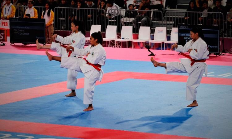 Victoria Cruz le da medalla de plata al deporte poblano