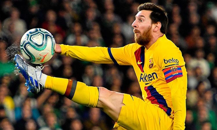 Messi alcanzó el doble-doble en la liga