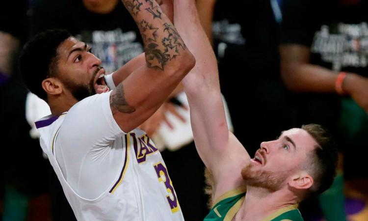 Apretada victoria de los Lakers ante los Celtics