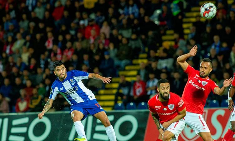 Corona y el Porto asumen el liderato