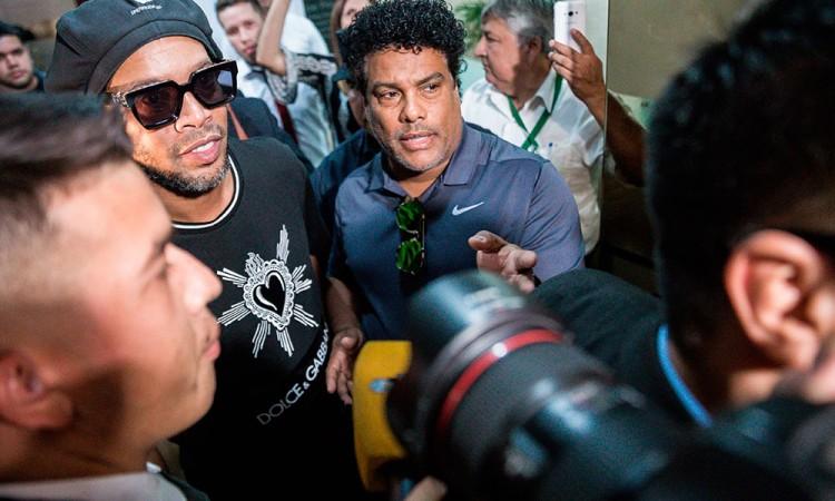 Ronaldinho sale sin cargos de la Fiscalía paraguaya