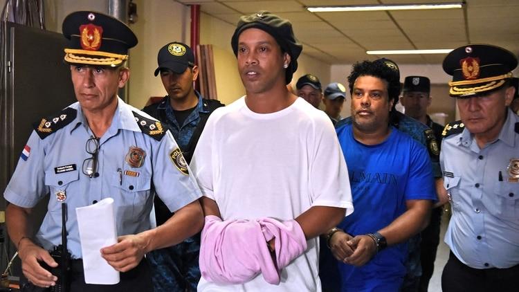 Ronaldinho cumplirá sus 40 años en la cárcel