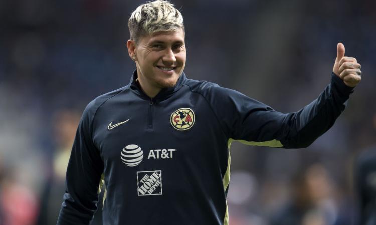 Nicolás Castillo es dado de alta y ya se recupera en casa