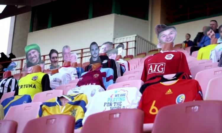 Maniquíes simulan a los aficionados en estadios de Bielorrusia