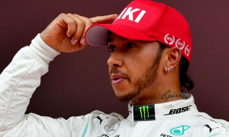 Hamilton niega que se vaya a Ferrari y manifestó su amor a Mercedes