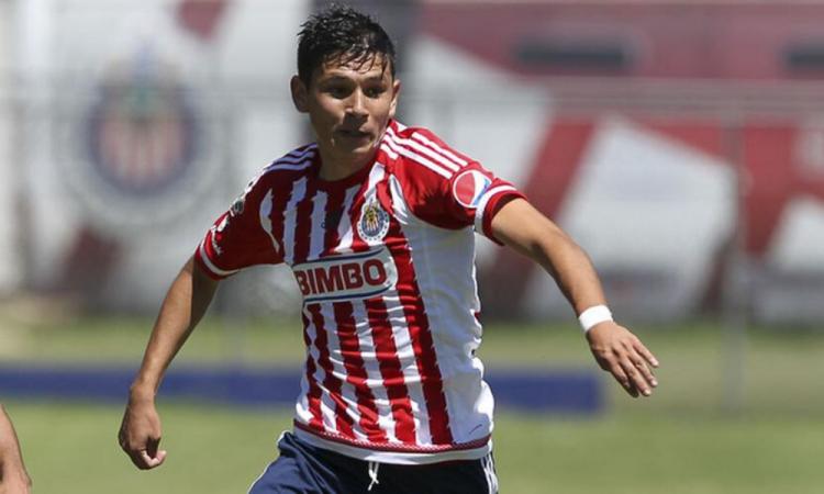 El campeón del futbol salvadorerño ficha a futbolista de Chivas