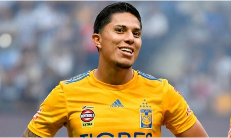 Carlos Salcedo se plantea dejar Tigres para ir al futbol chino