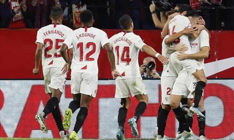 Excompañero de Chicharito en el Sevilla es pretendido por el Madrid