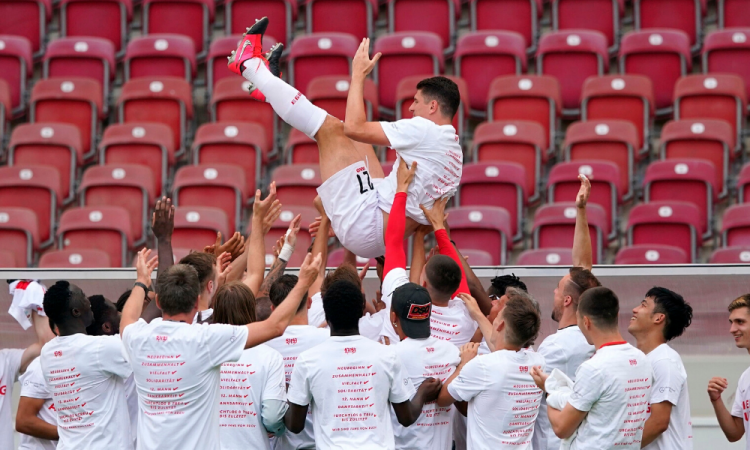 Mario Gómez se retira luego de ayudar al Stuttgart en su ascenso