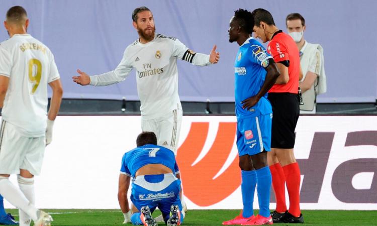 Ramos, de penalti, le da la victoria al Madrid y se alejan del Barcelona