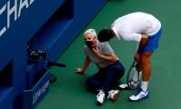 ¡Por eso no hay que hacer berrinches! El tenista Novak Djokovic protagoniza el peor momento de su carrera