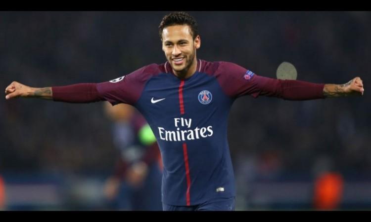 Neymar se quedó parado en el túnel para esperar a González.