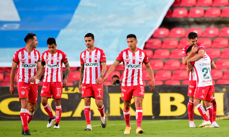 El Necaxa derrota al Querétaro y mantiene puestos de repesca