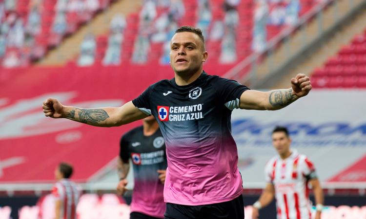 Cruz Azul vence al Chivas 2 – 0
