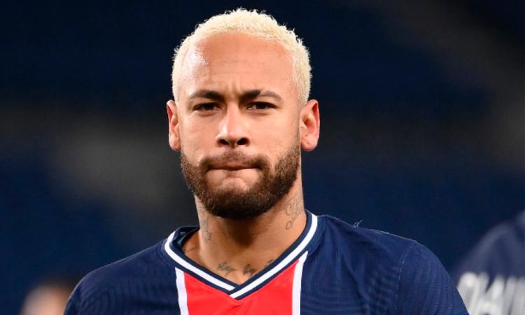 Neymar desata indignación en Brasil por ofrecer fiesta con unos 500 invitados